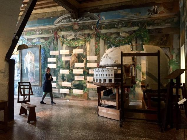 Palazzo Fortunyn ajallista ja kulttuurillista kerroksellisuutta.